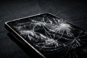 Self-repairing glass has potential for use in smartphones [Image: svedoliver via iStock]
