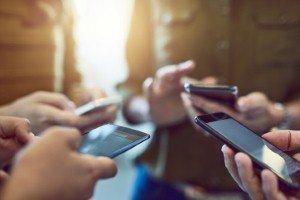 Global smartphone market sees decline of 2.9% in Q1 [Image: PeopleImages via iStock]